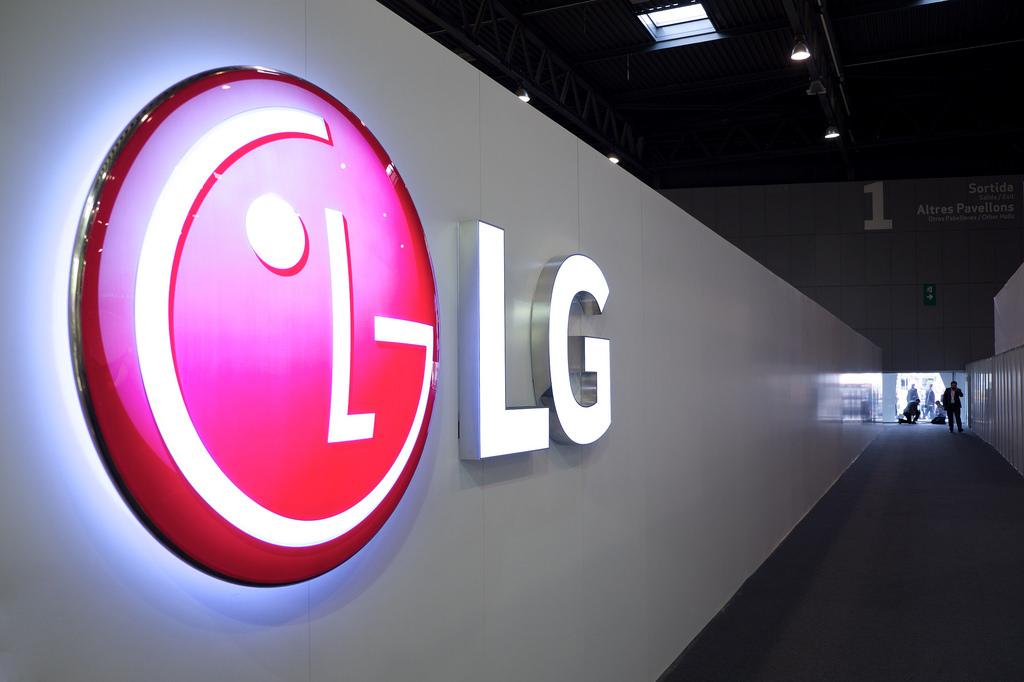 次期LGスマホG6にはGoogle AssistantかAmazon Alexaが搭載?